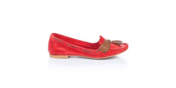 Dámske červené semišové loafers so strapcami Bueno