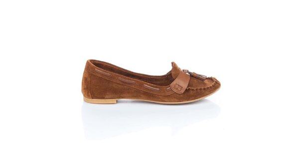 Dámske hnedé semišové loafers so strapcami Bueno
