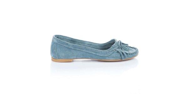 Dámske svetlo modré semišové loafers so strapcami a mašľou Bueno