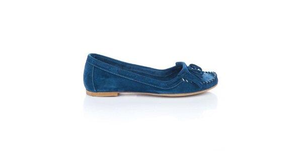 Dámske tmavo modré semišové loafers so strapcami a mašľou Bueno