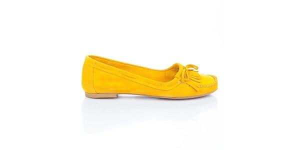 Dámske žlté semišové loafers so strapcami a mašľou Bueno