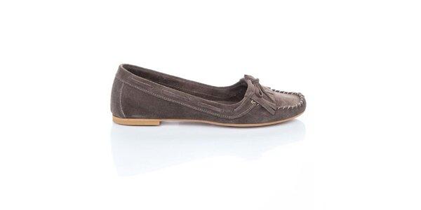 Dámske hnedé semišové loafers so strapcami a mašľou Bueno