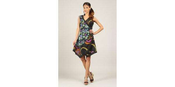Dámske čierne šaty s farebným vzorom a asymetrickým strihom Ziva