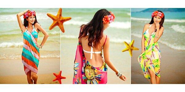 K moru v nových trendy plážových šatách