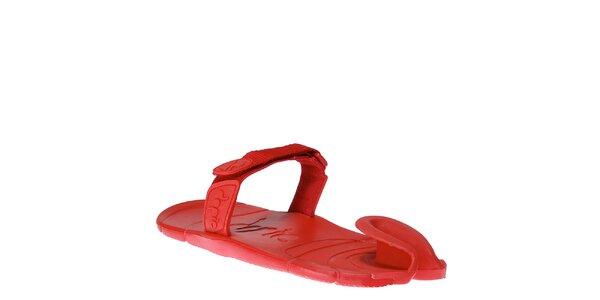 Červené topánky s textilným remienkom cez členok Dopie