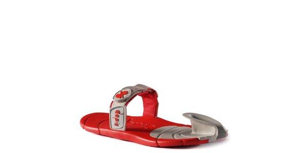 Šedo-červené topánky s textilným remienkom cez členok Dopie