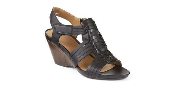 Dámske čierne sandále na kline Clarks
