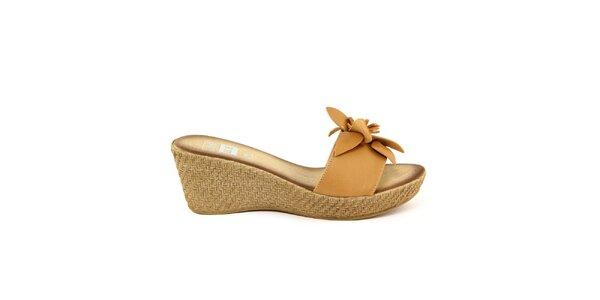 Dámske béžové kožené nazúvacie sandálky s kvetom Julie Julie