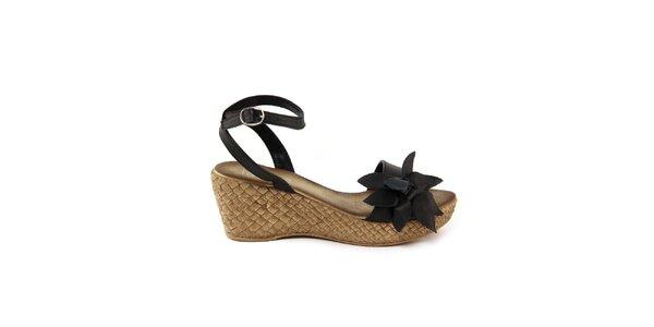 Dámske kožené čierne sandálky s kvetom Julie Julie