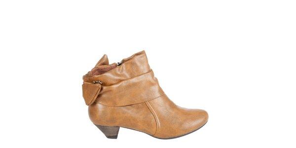 Dámske ťavie kotníkové topánky Xti