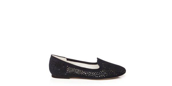 Dámske čierne loafers s perforáciou Keddo