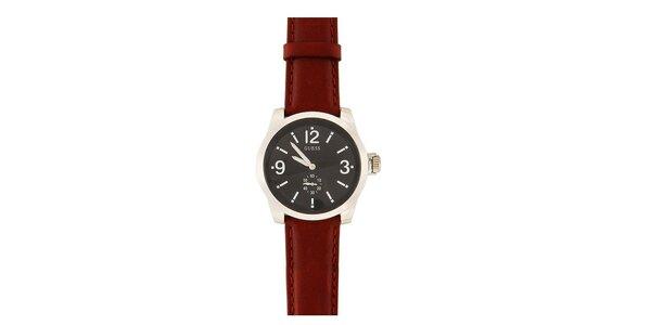 Pánske analógové hodinky s hnedým koženým remienkom Guess
