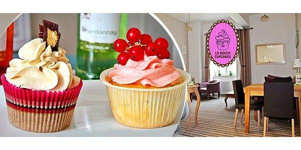 Delikátny cupcake a nápoj