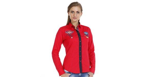 Dámska červená košeľa s nášivkami a kontrastnou légou Pontto