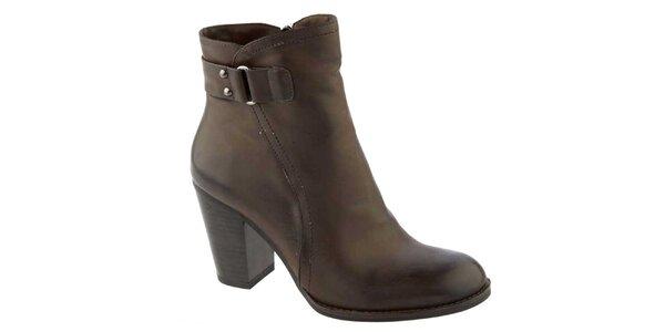 Dámske tmavohnedé členkové topánky na opätku Elisabeth