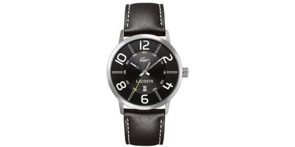 Pánske čierne hodinky s bielymi detailmi Lacoste