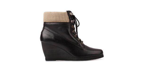 Dámske čierne šnúrovacie topánky na kline Derhy