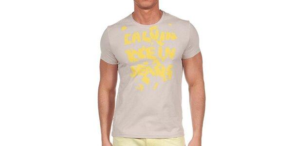 Pánske tričko so žltou potlačou Calvin Klein
