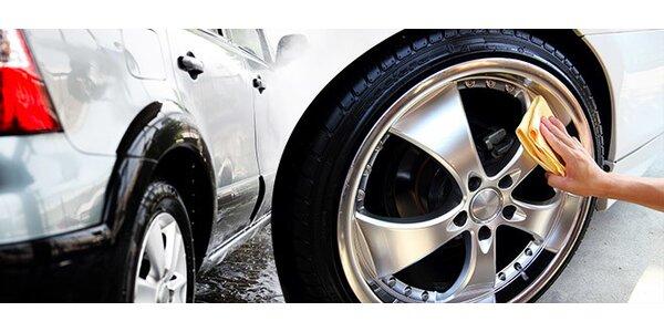 Vyčistenie exteriéru i interiéru auta
