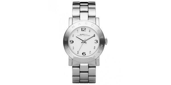 Dámske oceľové hodinky s okrúhlym ciferníkom a kryštálmi Marc Jacobs