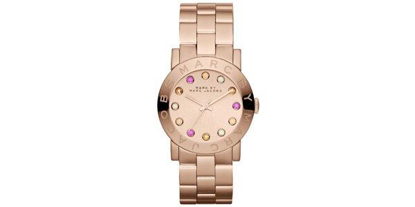 Dámske pozlátené hodinky s farebnými indexmi Marc Jacobs