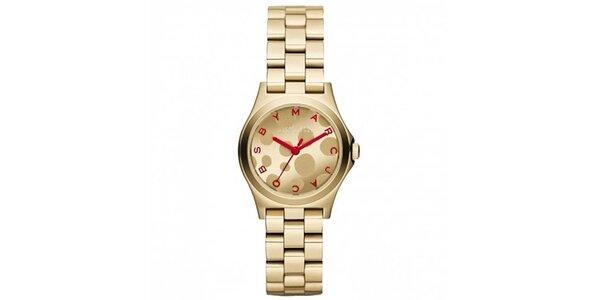 Dámske pozlátené hodinky s červenými prvkami Marc Jacobs
