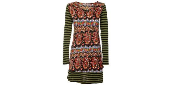 Jarné šaty od Savage Garden s dlhým rukávom.