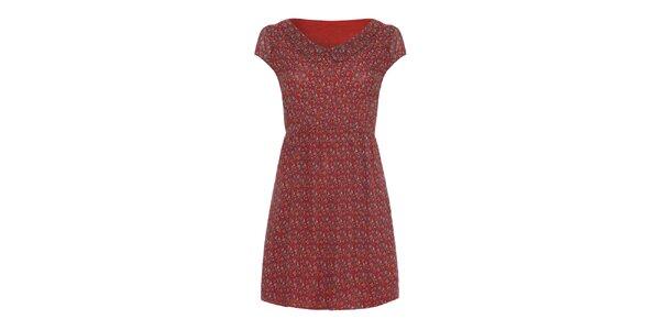 Dámske červené šaty so vzorom a golierom Iska