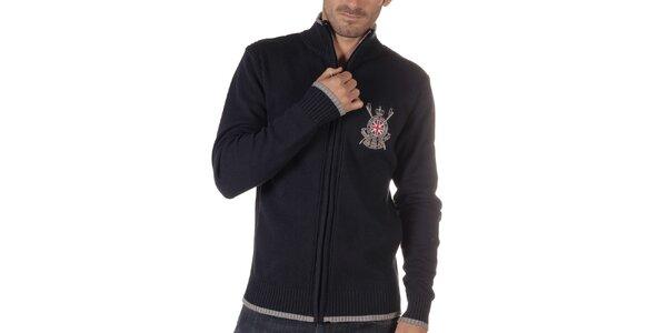 Pánsky tmavo modrý sveter so stojáčikom a výšivkou CLK