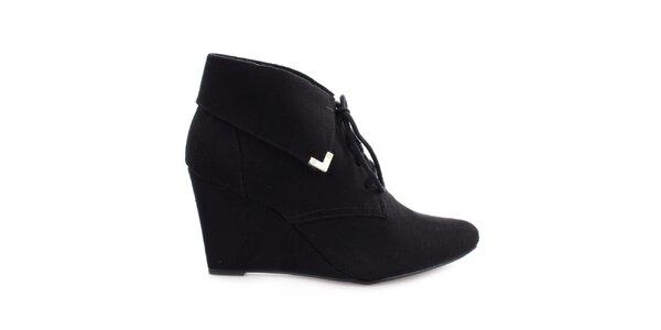 Dámske čierne topánky na kline so šnúrkou Vizzano