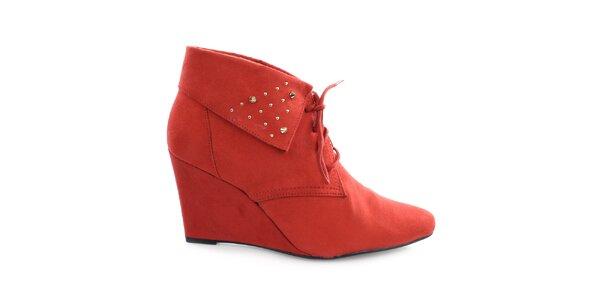 Dámske červené topánky na kline s cvočkami Vizzano