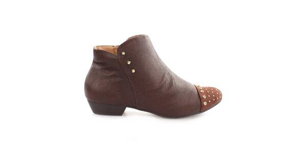 Dámske hnedé členkové topánky s cvočkami na špičke Vizzano