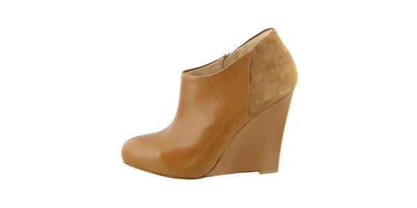 Dámske koňakové hnedé topánky na kline Guess