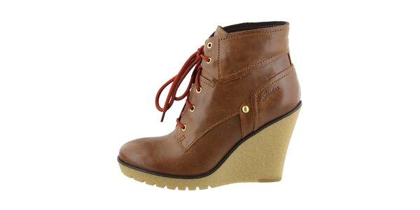 Dámske hnedé kožené topánky na kline Guess