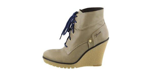 Dámske kožené topánky na kline Guess