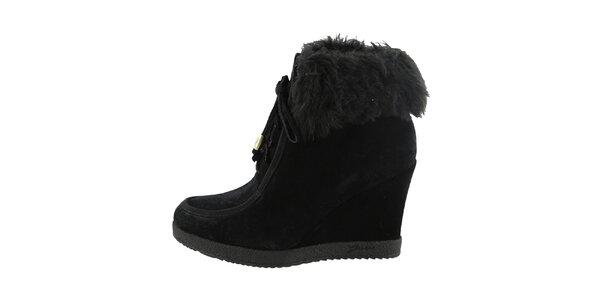 Dámske čierne šnurovacie topánky na kline Guess