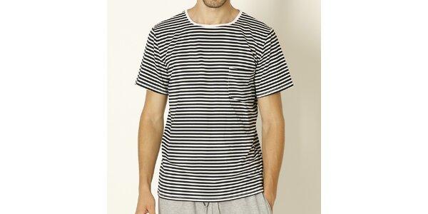 Pánske tričko s čiernymi prúžkami Chaser