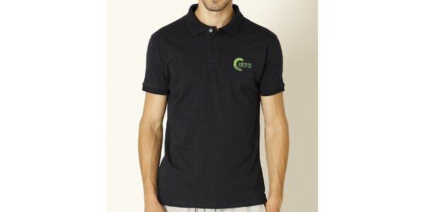 Pánske tmavo modré polo tričko so zelenou výšivkou Chaser