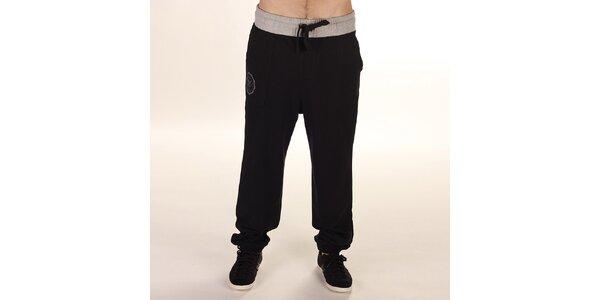 Pánske čierne teplákové nohavice so šedým pásom Reebok
