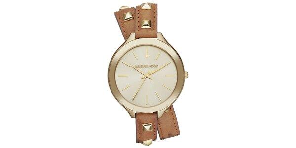 Dámske hodinky s dekoratívnymi pyramídkami Michael Kors