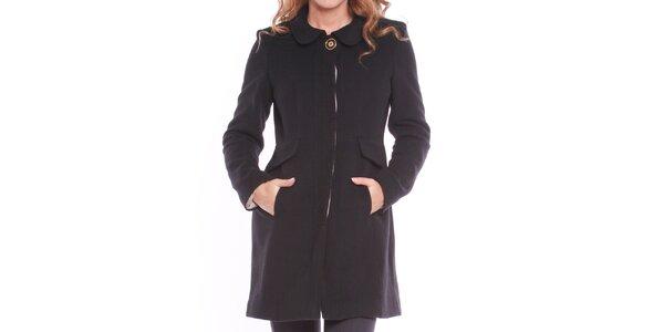 Dámsky čierny kabát s ozdobným gombíkom Vera Ravenna