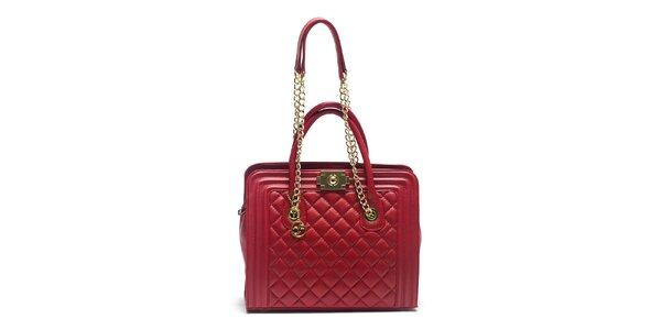 Dámska červená kožená kabelka s retiazkovými ušami Carla Ferreri