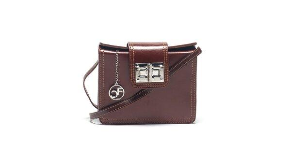 Dámska tmavo hnedá kabelka so strieborným zapínaním Carla Ferreri