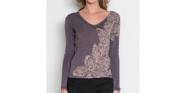 Dámske šedé tričko so svetlým kvetinovým pruhom Imagini