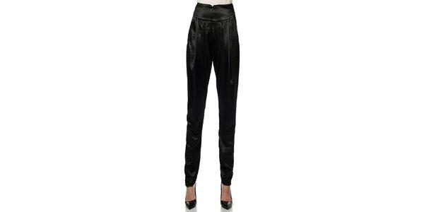 Dámske čierne lesklé nohavice Lora Gene