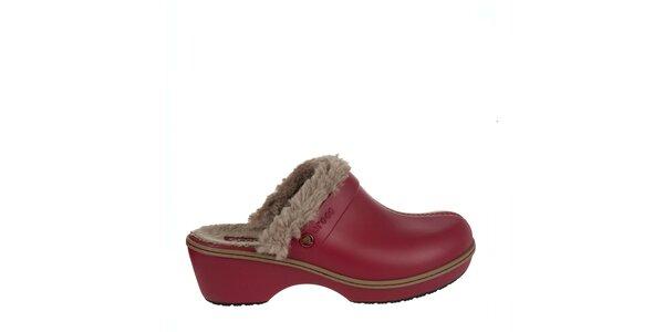 Dámske červené dreváky Crocs s kožúškom