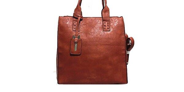 Dámska červená kabelka s príveskom Bessie