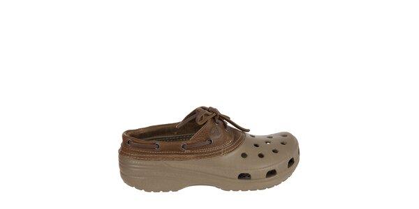 Pánske khaki dreváky Crocs s hnedým koženým lemom