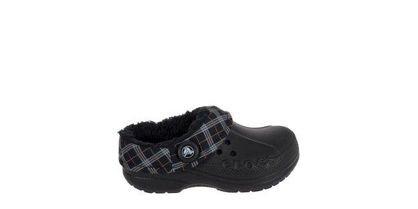 Chlapčenské čierne papuče s károvaným lemom Crocs