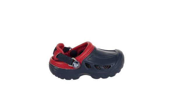 Chlapčenské modro červené papuče Crocs